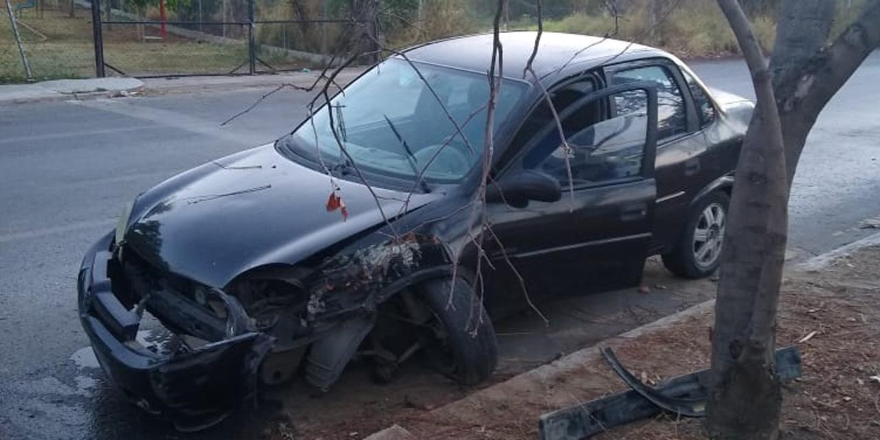 Conductor ebrio choca contra un árbol en Santa Cruz Amilpas | El Imparcial de Oaxaca