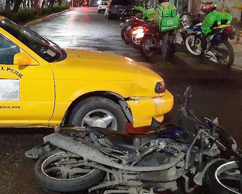 Se estampa contra taxi en la colonia Reforma | El Imparcial de Oaxaca