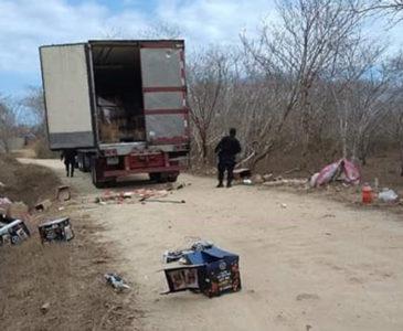 Los agarran con tráiler y abarrotes robados en Pochutla
