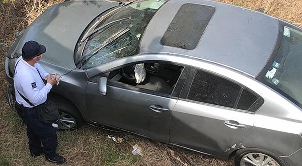 Abandonan vehículo siniestrado en tramo La Ventosa – Juchitán | El Imparcial de Oaxaca