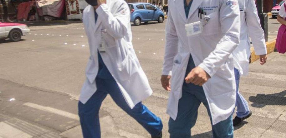 Por discriminación, personal médico evita usar uniforme   El Imparcial de Oaxaca