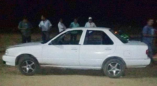 Otro auto abandonado en Santa Cruz Xoxocotlán | El Imparcial de Oaxaca