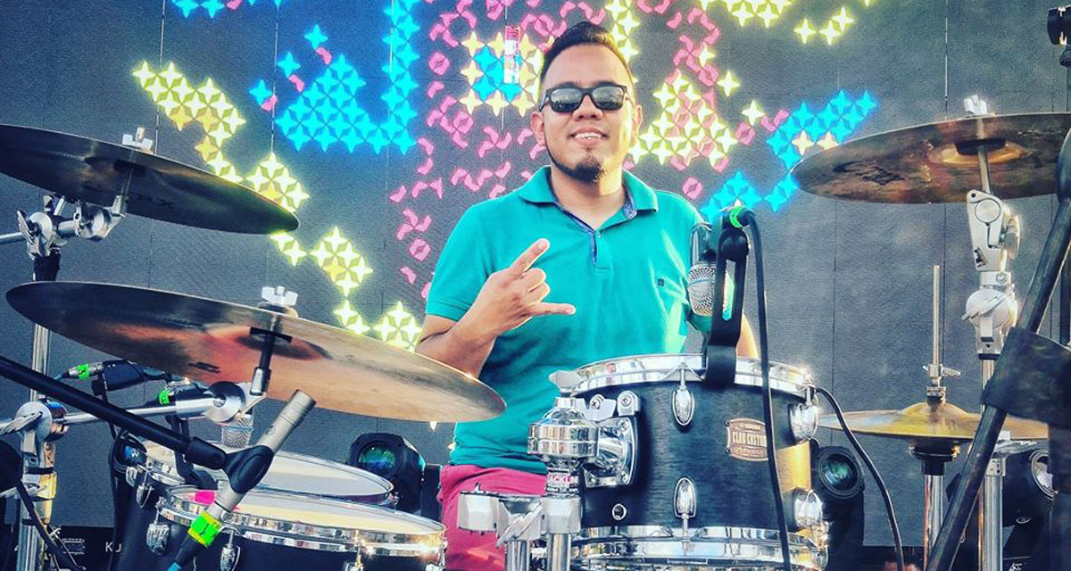 César Rivera, cambia la música por los envíos a domicilio
