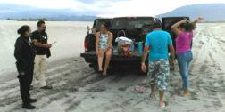 Turistas y familias son desalojadas de playas de Salina Cruz