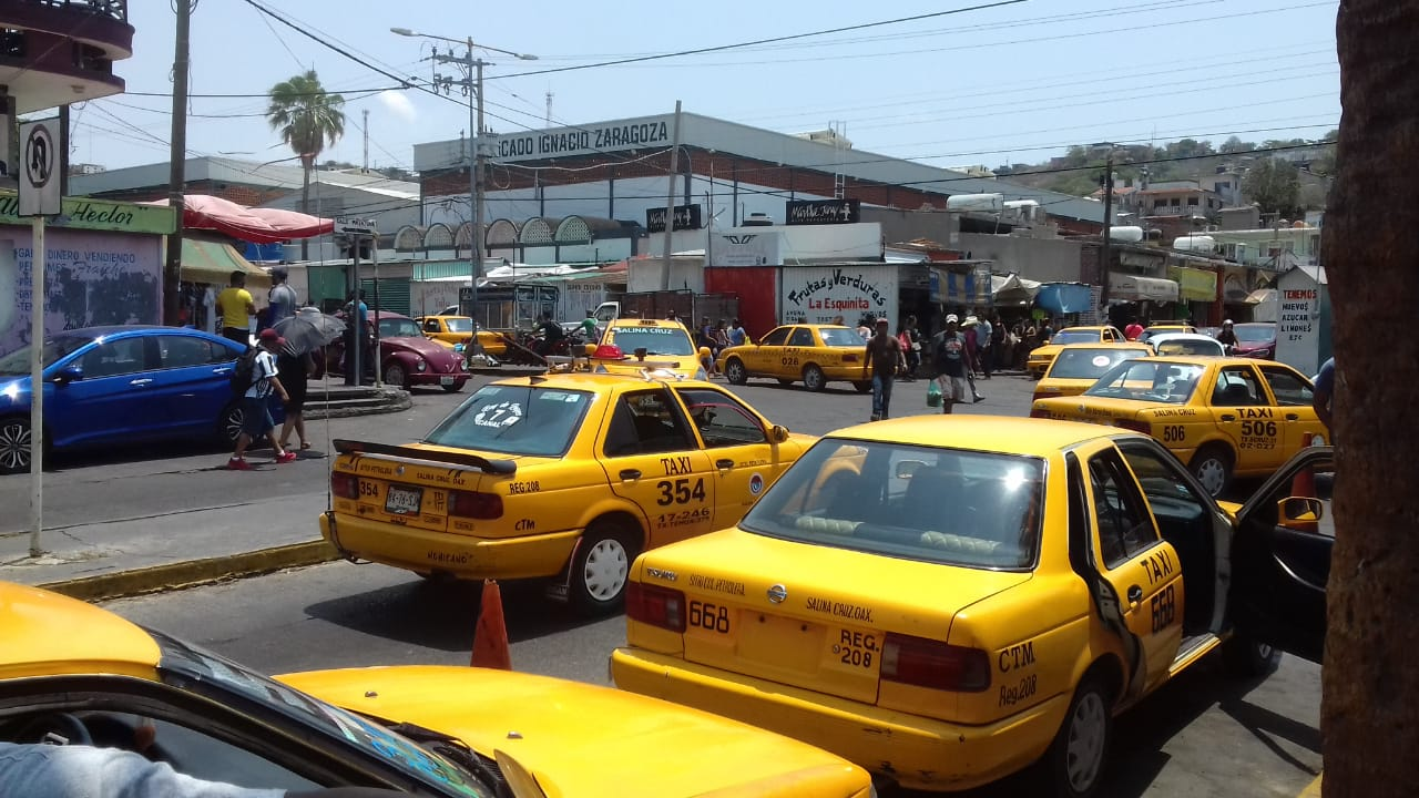 Taxistas de Salina Cruz rompen cerco sanitario | El Imparcial de Oaxaca