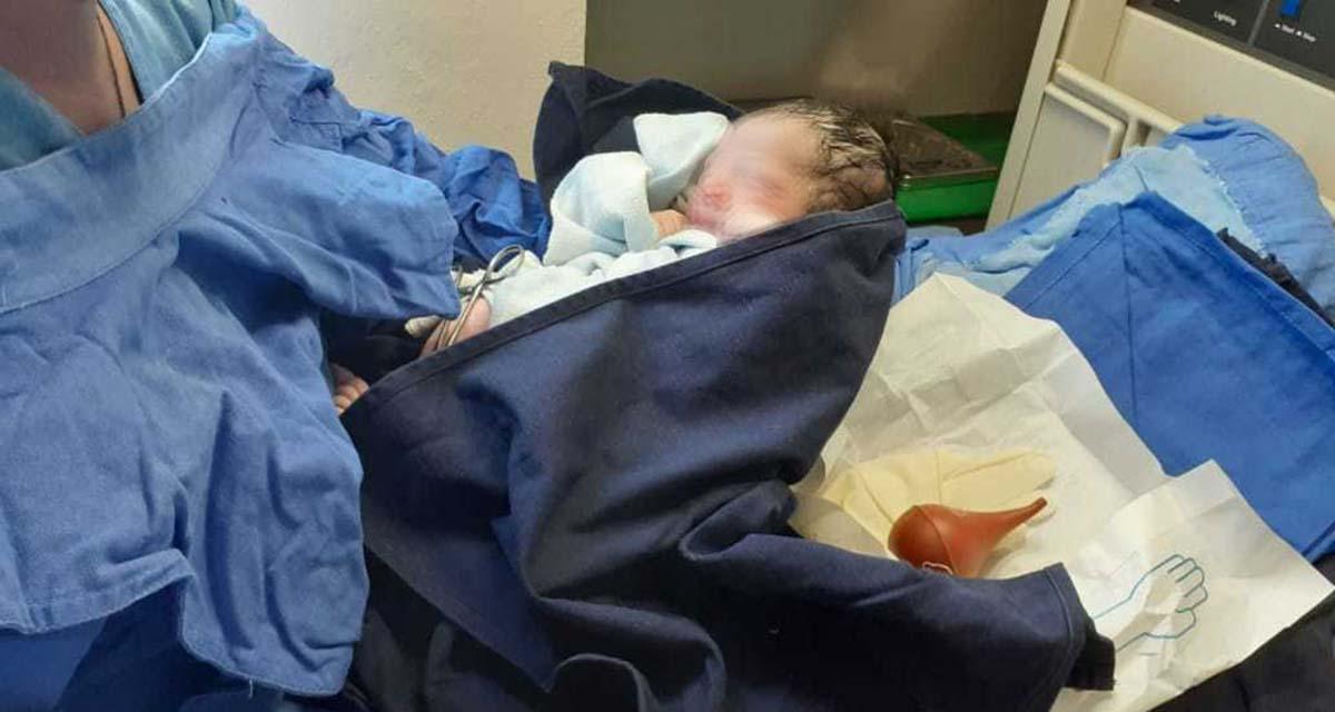 En Puerto Escondido, mujer da a luz antes de llegar al hospital