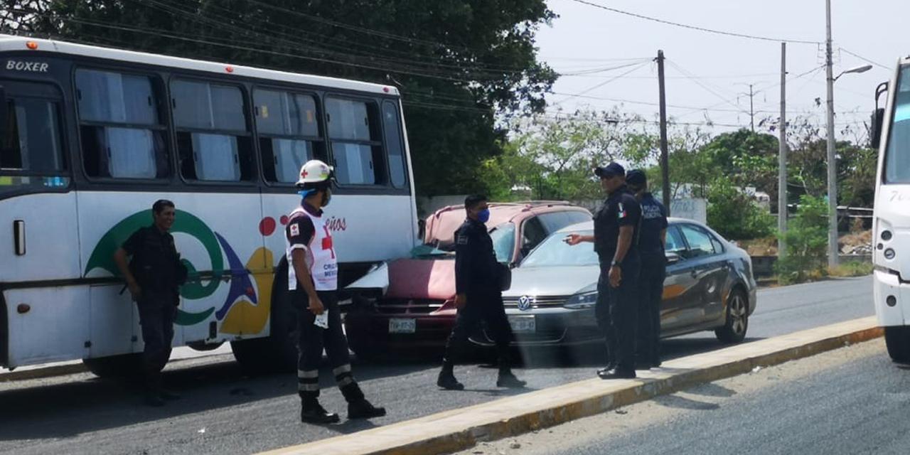 Fuerte choque entre camión y particular en Salina Cruz | El Imparcial de Oaxaca