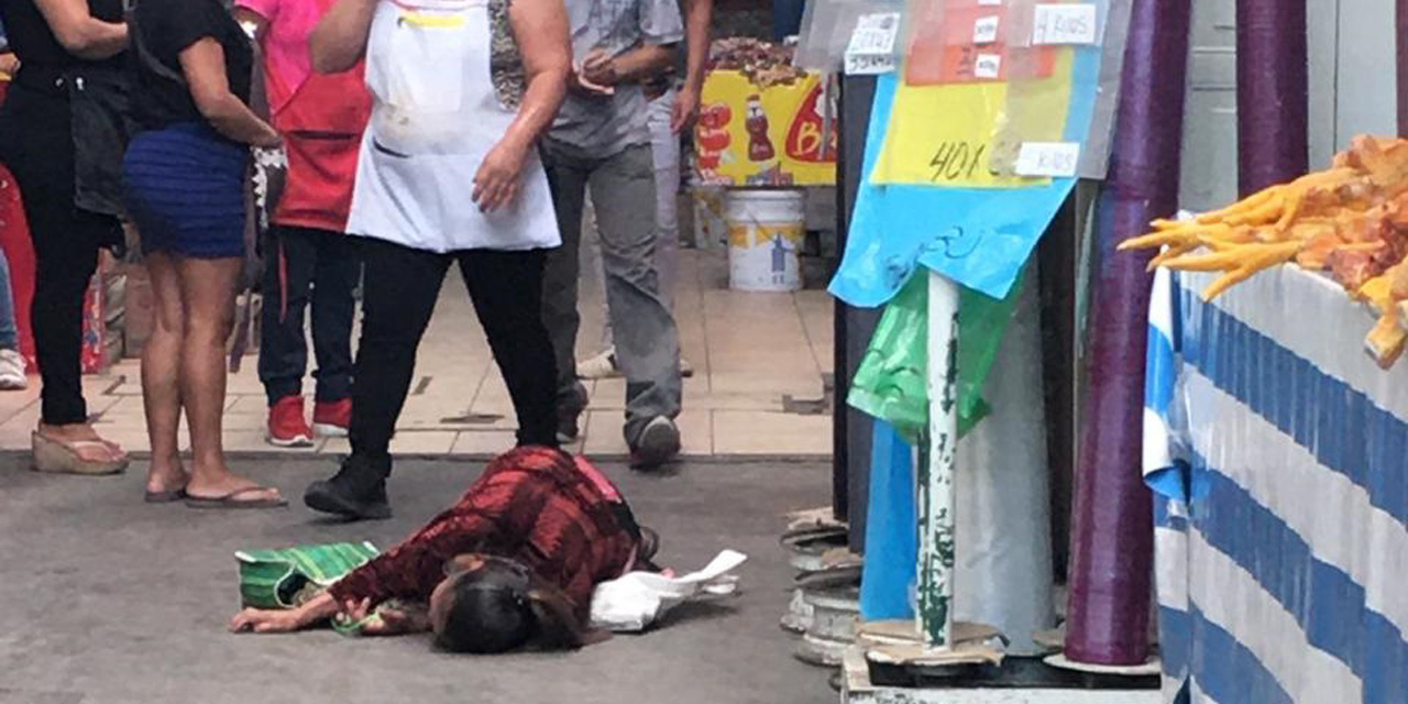 Mujer se desvanece en la Central de Abasto   El Imparcial de Oaxaca