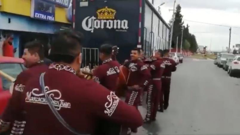Video: Celebran con mariachi el regreso de la cerveza | El Imparcial de Oaxaca