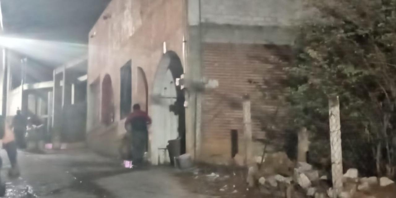 Incendio consume vivienda en San Juan Chapultepec | El Imparcial de Oaxaca