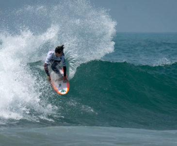 Jhony Corzo, revolucionando el surf mexicano