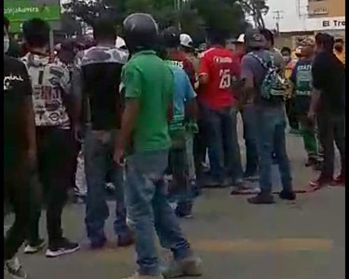 Taxistas y mototaxistas siembran el pánico en San Agustín de las Juntas