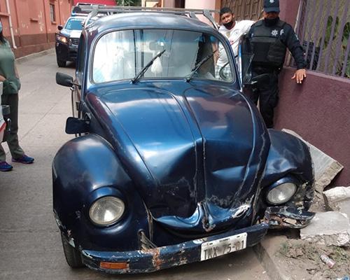 Ebrio conductor choca contra barda en colonia Libertad | El Imparcial de Oaxaca