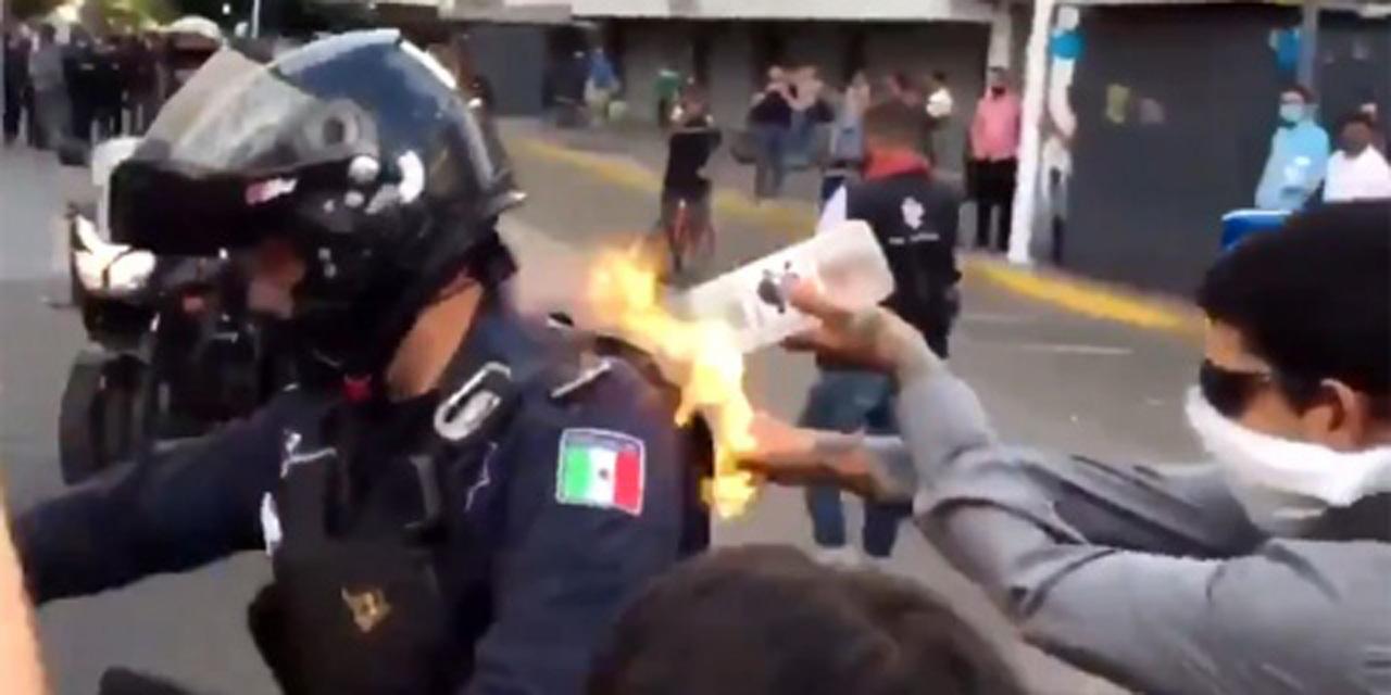 Manifestantes prenden fuego a policía en Guadalajara   El Imparcial de Oaxaca