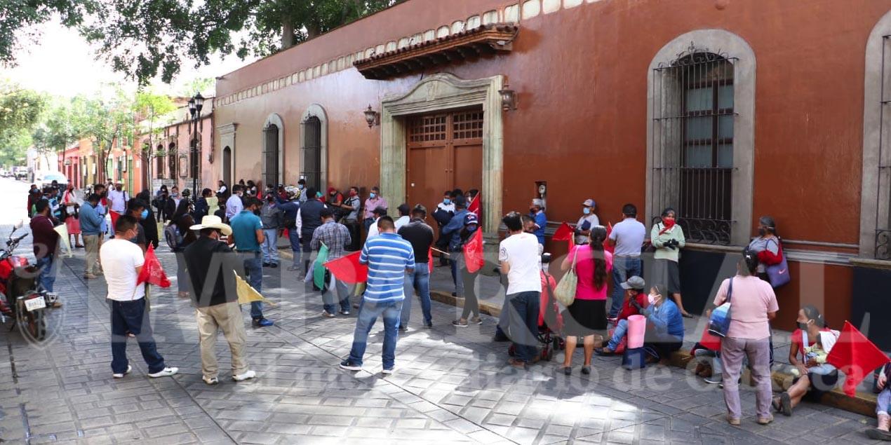 Protesta Antorcha Campesina en Casa Oficial | El Imparcial de Oaxaca