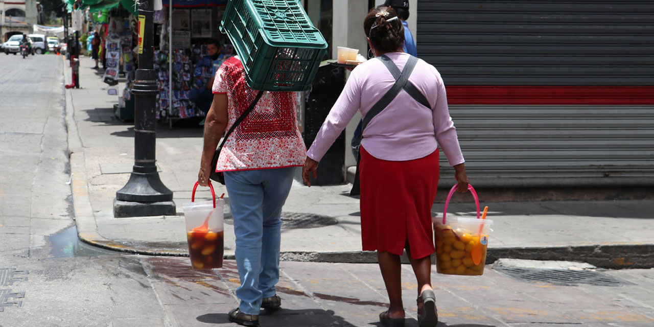 Oaxaqueños en las calles sin miedo al Covid-19 | El Imparcial de Oaxaca