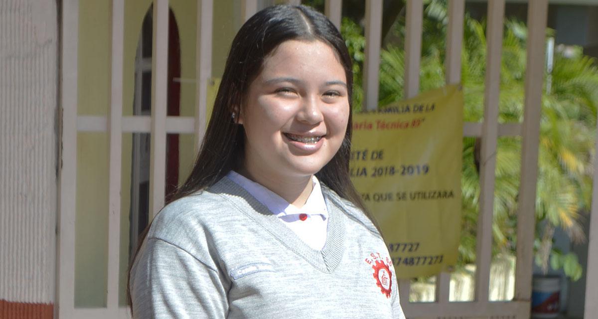 Camila concluyó sus estudios de secundari | El Imparcial de Oaxaca