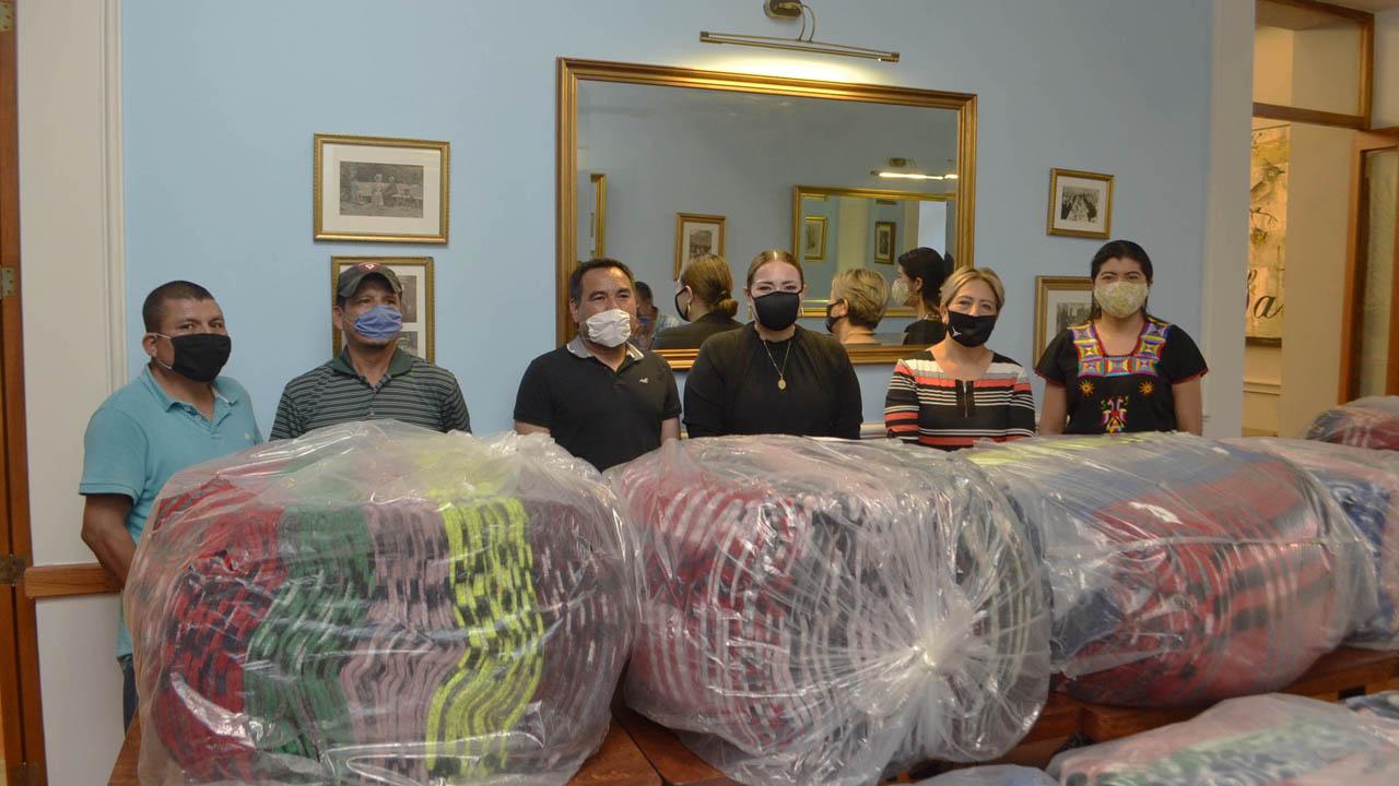 Donan cobijas a los Ozolotepec | El Imparcial de Oaxaca