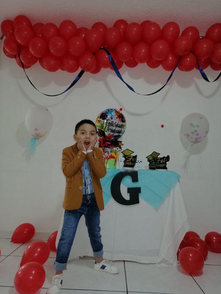 Felices graduados con festejo virtual