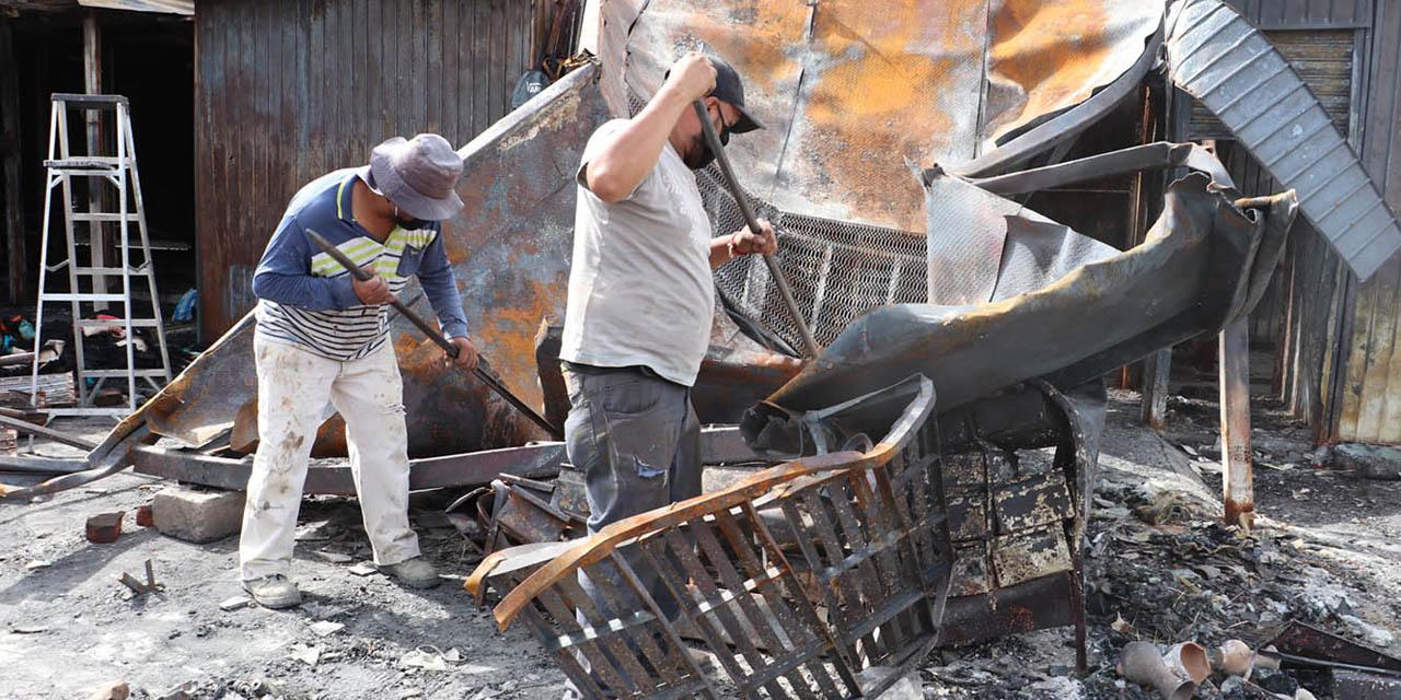 Comerciantes de la Central siguen en espera de apoyos por incendio | El Imparcial de Oaxaca