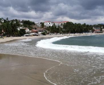 Reabren cuatro playas en Puerto Escondido en plena contingencia