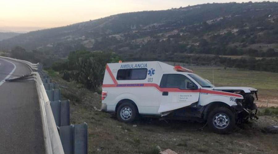Ambulancia choca contra barra de contención en Huajuapan | El Imparcial de Oaxaca