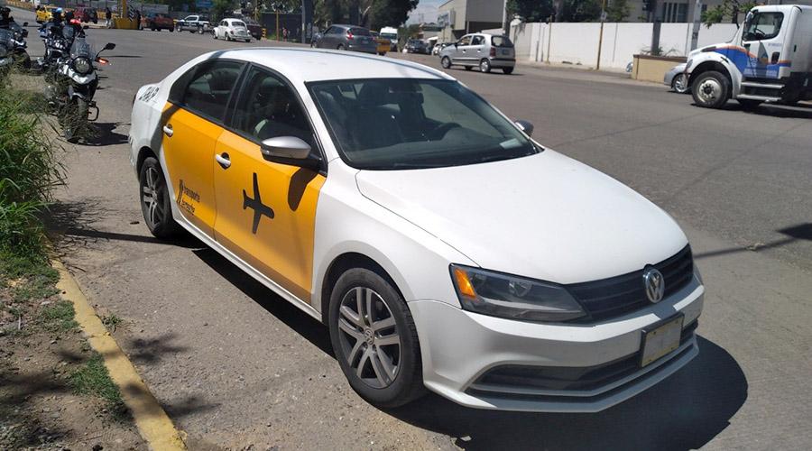 Policía municipal choca contra taxi cuando acudía a un auxilio | El Imparcial de Oaxaca