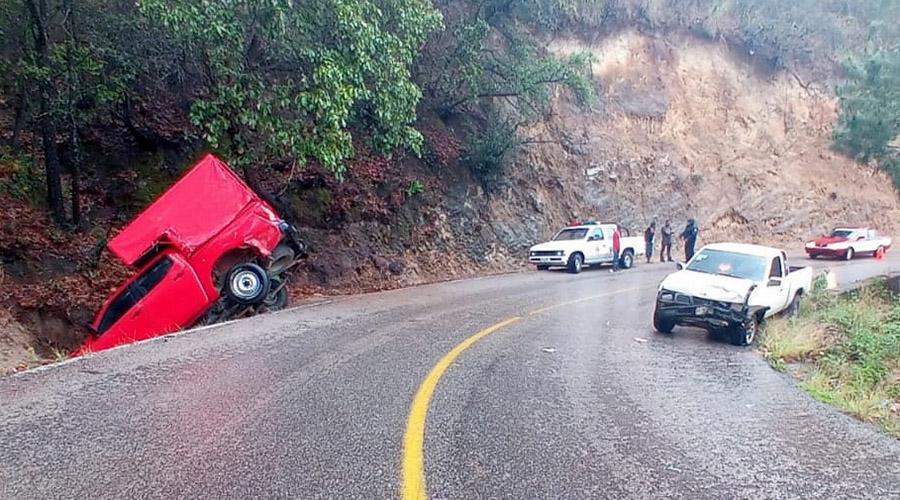 Fuerte choque entre camionetas en el Cerro Metate, Miahuatlán | El Imparcial de Oaxaca