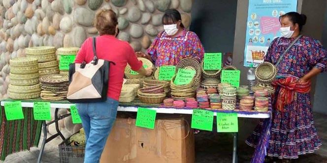 Tarahumaras cambian artesanías por despensa | El Imparcial de Oaxaca