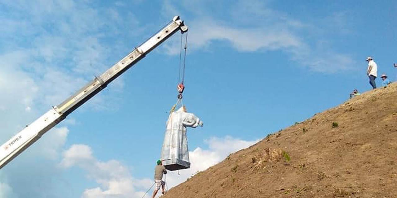 Sin permiso del INAH, colocan un cristo gigante en la cima de una pirámide en Veracruz | El Imparcial de Oaxaca