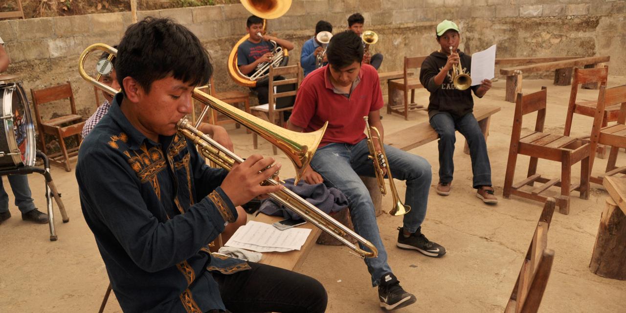 Recibe el Centro de Capacitación Musical y Desarrollo de la Cultura Mixe reconocimiento oficial