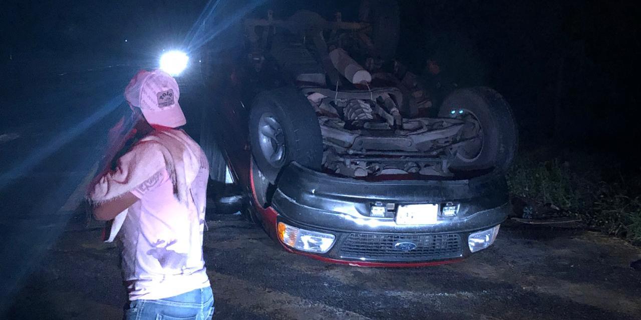 Aparatosa volcadura en carretera Juchitán-La Ventosa | El Imparcial de Oaxaca