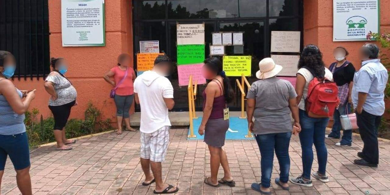 Protestan familiares de pacientes del HNO | El Imparcial de Oaxaca
