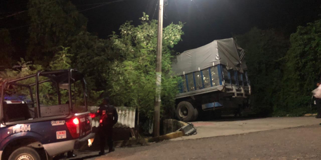 Tortón se impacta contra domicilio de Pinotepa Nacional | El Imparcial de Oaxaca