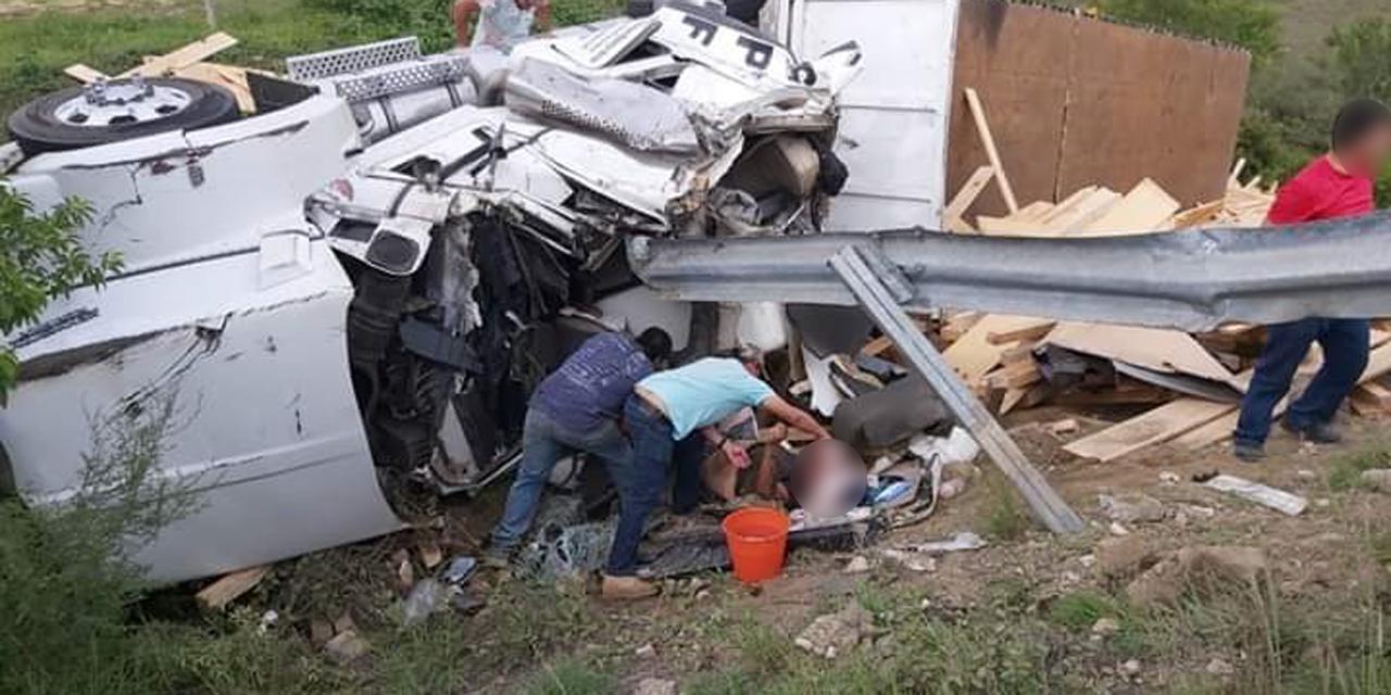 Camión de carga vuelca en carretera a Puerto Ángel; hay un lesionado   El Imparcial de Oaxaca