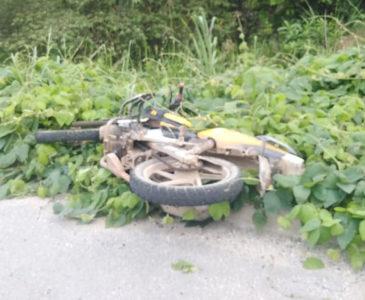 Hallan moto abandonada de ejecutado en Donají