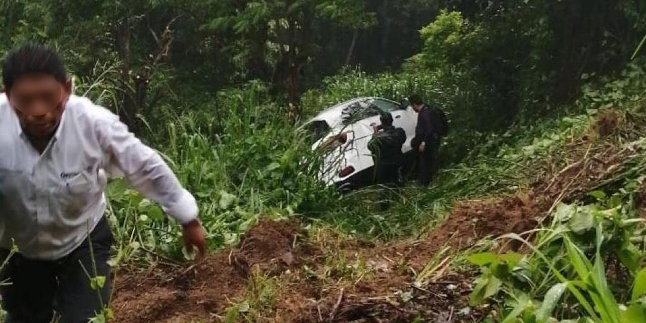 Se accidenta personal de gobierno estatal tras gira por la Costa   El Imparcial de Oaxaca