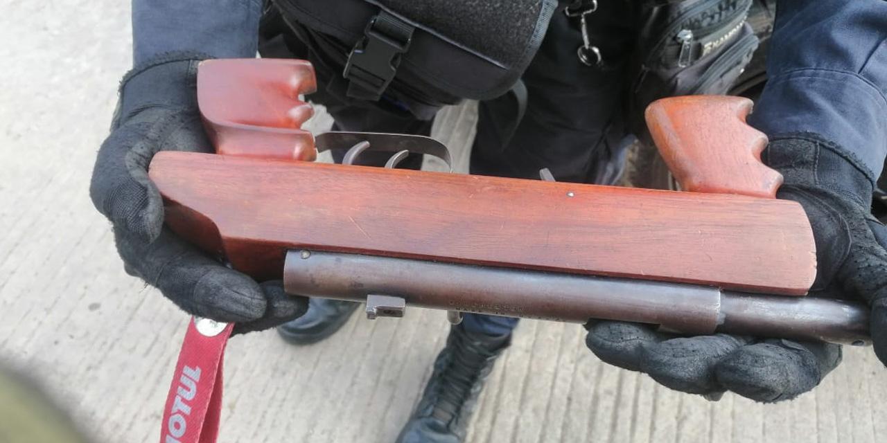 Hombre agrede a policías de Oaxaca con arma falsa   El Imparcial de Oaxaca