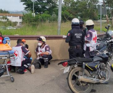 Motociclista sin frenos se estampa contra camioneta en Monumento a la Madre