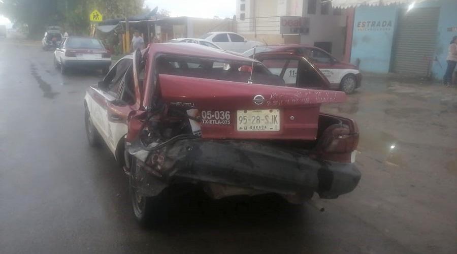 Jovencitas ebrias chocan un taxi y se dan a la fuga | El Imparcial de Oaxaca
