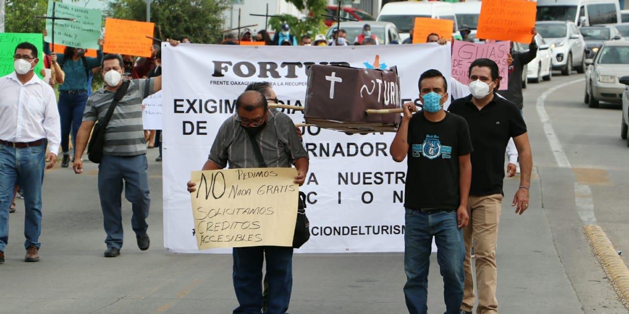 Integrantes del Fortur marchan en la ciudad de Oaxaca | El Imparcial de Oaxaca