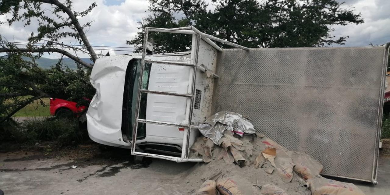 Volcadura en Zaachila deja un lesionado y numerosas pérdidas | El Imparcial de Oaxaca