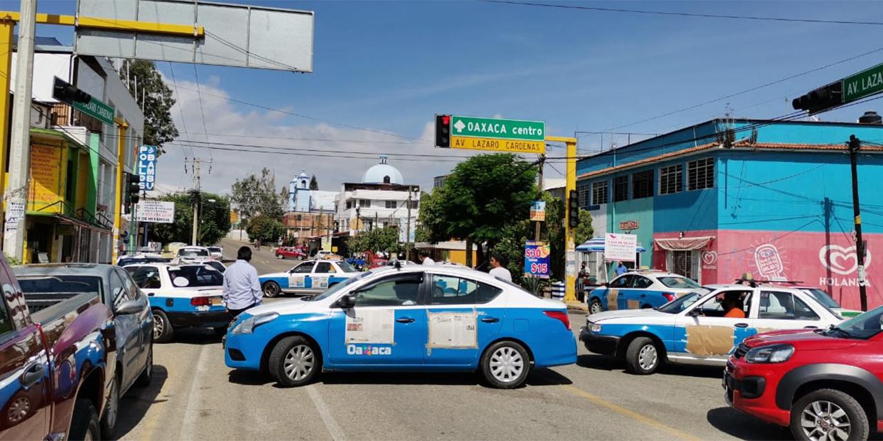 Oaxaqueños exigen retirar concesiones a transportistas por bloqueos | El Imparcial de Oaxaca