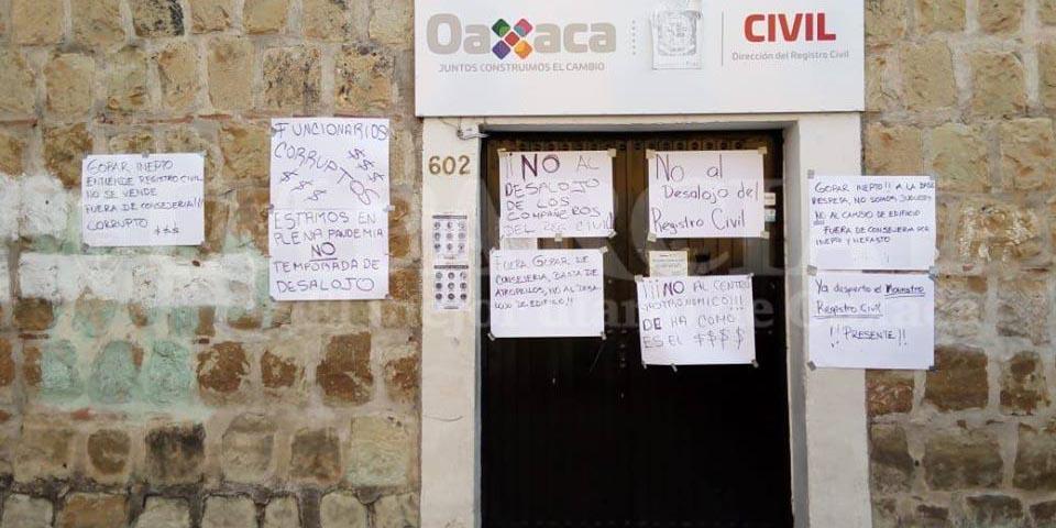 Trabajadores del Registro Civil protestan ante posible desalojo de inmueble | El Imparcial de Oaxaca