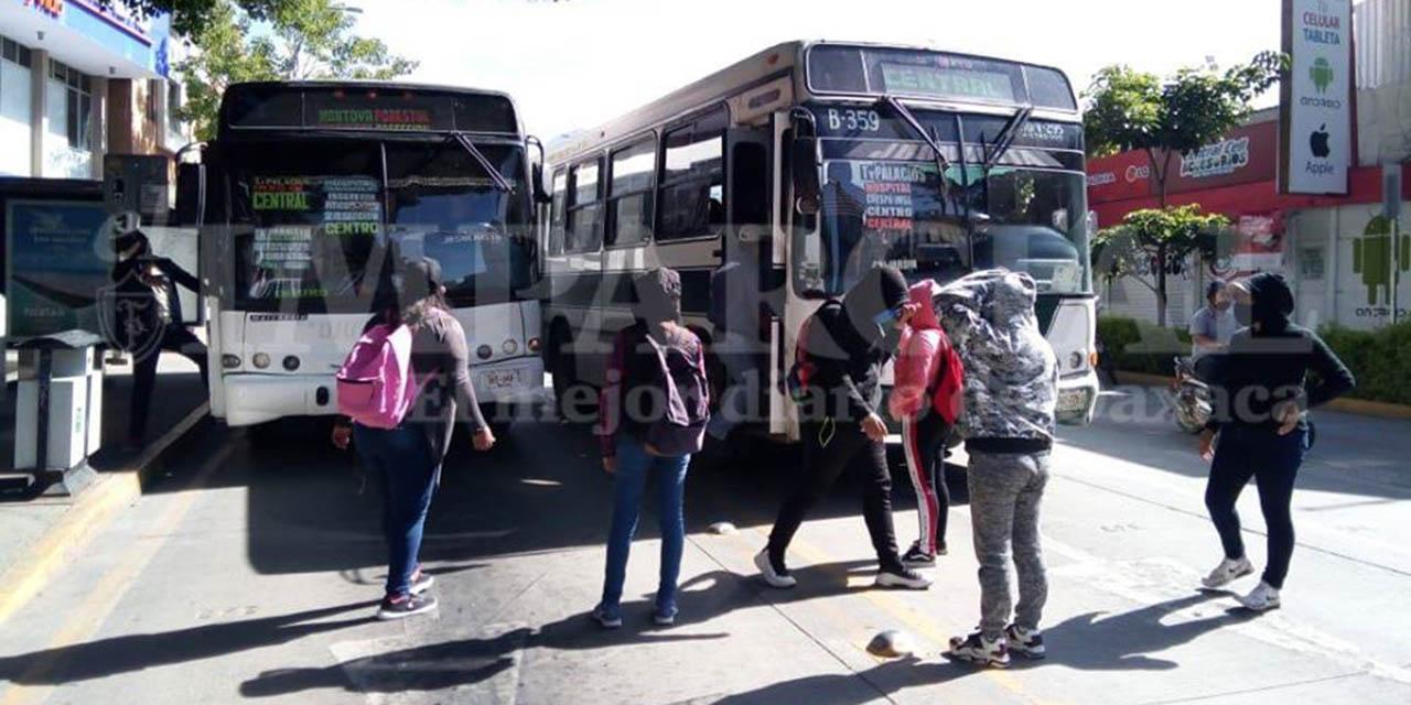 Normalistas protestan por tercer día consecutivo | El Imparcial de Oaxaca