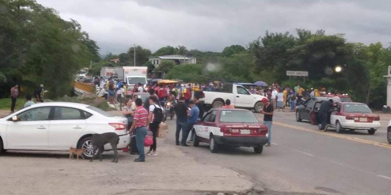 Bloquean la Panamericana; exigen destitución de autoridades de Hierba Santa | El Imparcial de Oaxaca