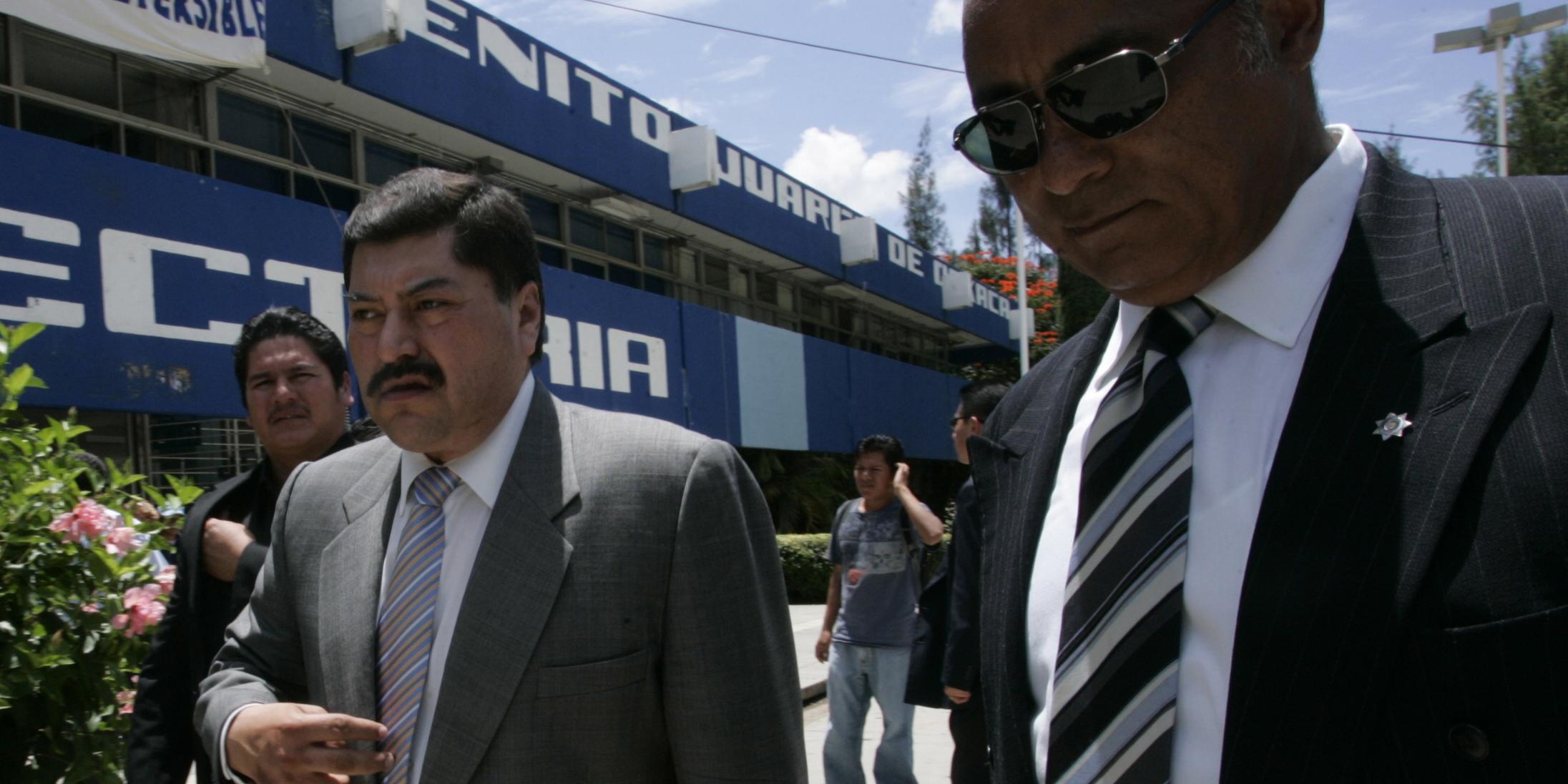 Libra juez federal orden de aprehensión  contra exprocurador   El Imparcial de Oaxaca