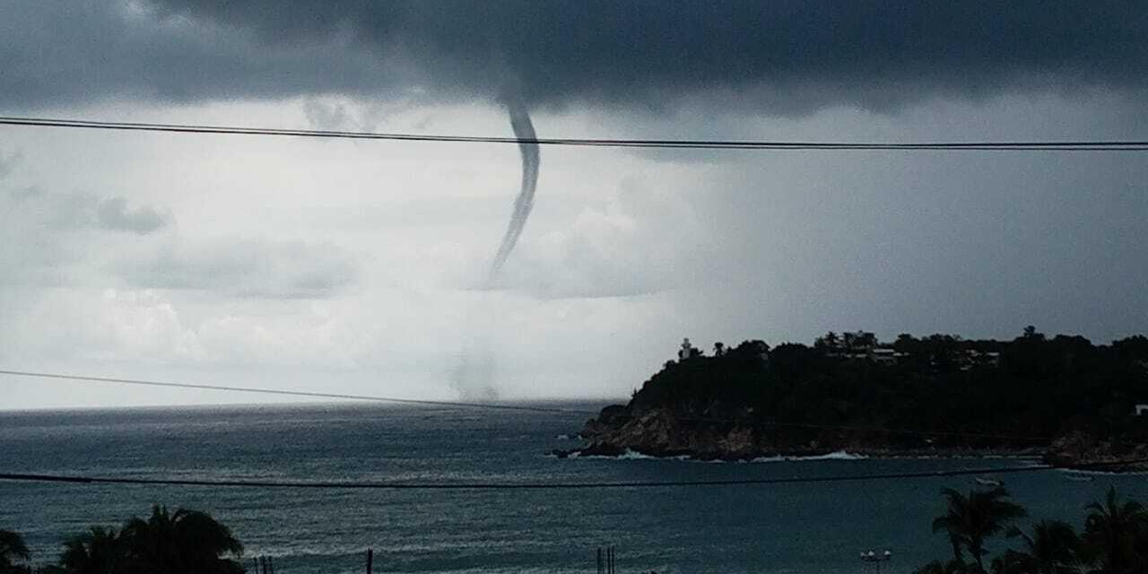 Tornado marino sorprende en Puerto Escondido | El Imparcial de Oaxaca