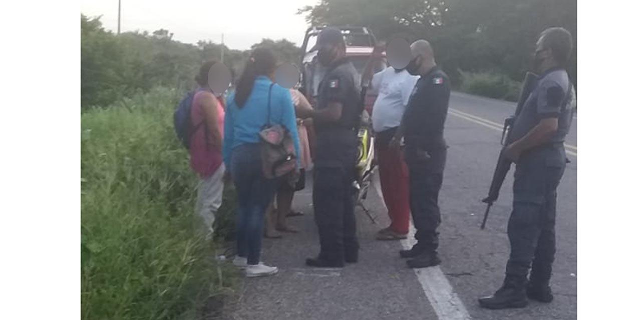 Taxista arrolla a motociclistas en carretera Juchitán-Tehuantepec | El Imparcial de Oaxaca