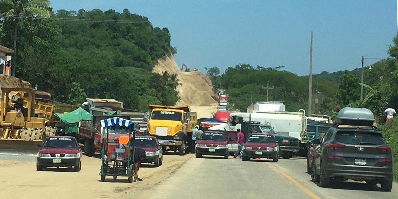 Bloquean carretera federal 200 en Tonameca   El Imparcial de Oaxaca